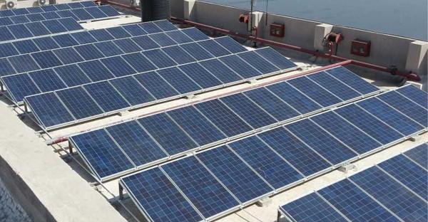 Những tấm pin hấp thu năng lượng mặt trời