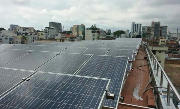 Pin năng lượng mặt trời hỗ trợ tiết kiệm điện năng tiêu thụ đáng kể