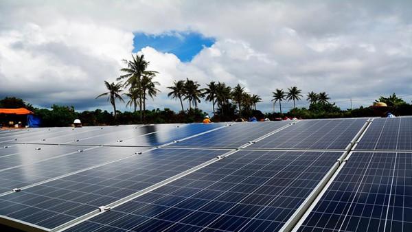 hiệu suất pin mặt trời poly và mono